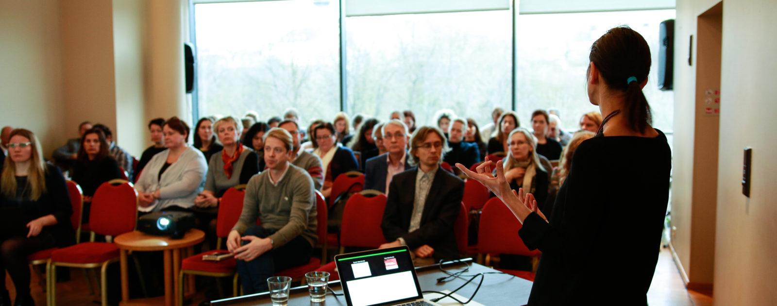Tijana Tasich seminari pidamas. (Foto Aivo Põlluäär)