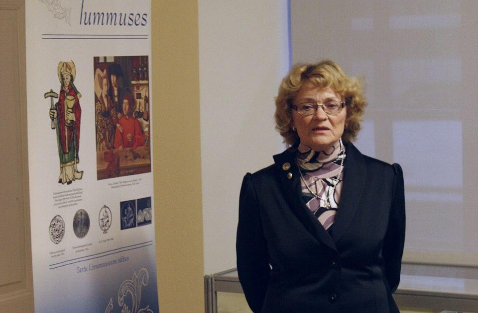 Aime Kärner näituse avamisel. 2009